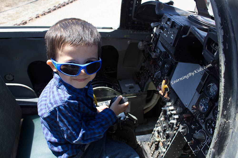 FlyingLeatherneckMuseumInsideFighterJet---LearningByKids