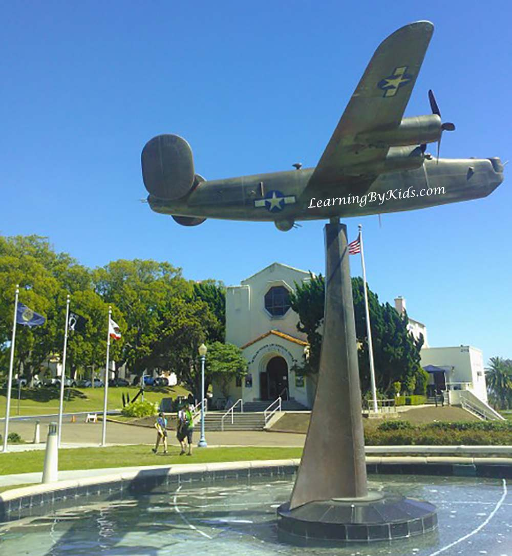 VeteransMuseumWarbirdPlinth---LearningByKids